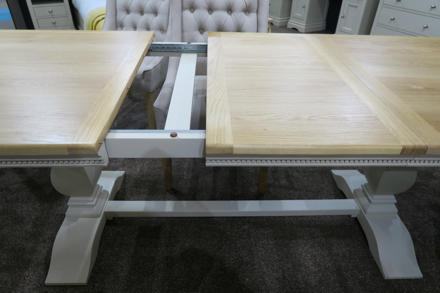 Vida living Winchester extended table