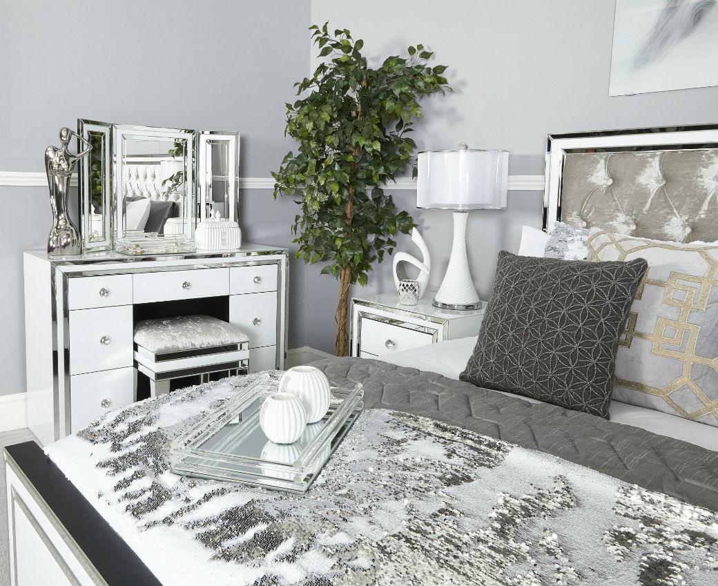 white manhattan dressing table